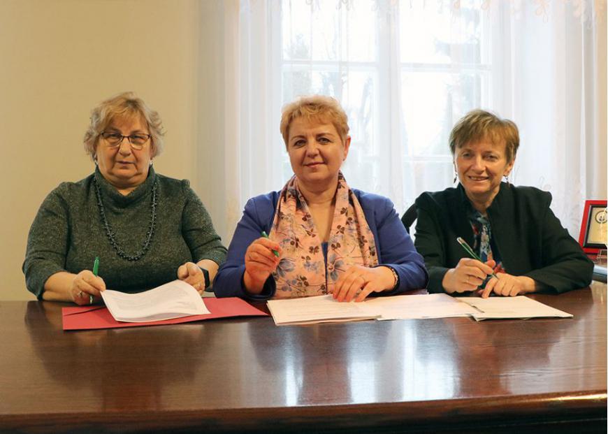 od lewej: p. Anna Żejmo, Irena Wołosiuk, Barbara Puchowska